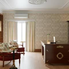 Pent House Apartment with middle eastern and oriental twist, Estoril: Escritórios e Espaços de trabalho  por Inêz Fino Interiors, LDA