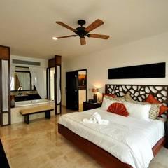 Hotel Villa del Palmar: Recámaras de estilo  por Facere Arquitectura