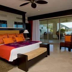 Dormitorios de estilo  por Facere Arquitectura