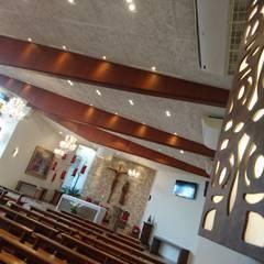 Lateral: Edifícios comerciais  por Fabiola Johann Braun - Arquitetura e Lighting Design