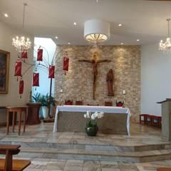 Altar: Espaços comerciais  por Fabiola Johann Braun - Arquitetura e Lighting Design