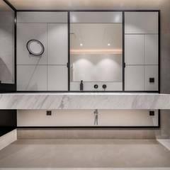 Villa in Surat:  Bathroom by Athrva architect