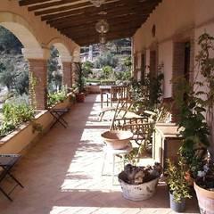 Casa Anne: Terrazas de estilo  de Mirasur Proyectos S.L.