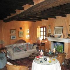 Casa Anne: Salones de estilo  de Mirasur Proyectos S.L.