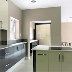 High Gloss Modern Two Tone Kitchen :  Built-in kitchens by Zingana Kitchens and Cabinetry ,