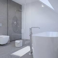 White and bright house interior. : styl , w kategorii Łazienka zaprojektowany przez SARNA ARCHITECTS   Interior Design Studio