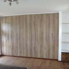 CLOSETS: Dormitorios de estilo  por ARKITEKTURA