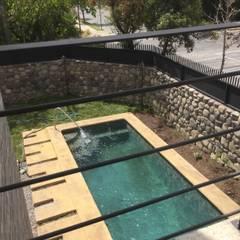 Remodelación y Ampliación Casa La Oración 162 por ARQSOL: Piscinas de jardín de estilo  por Arqsol