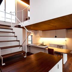 n house: Takeru Shoji Architects.Co.,Ltdが手掛けたキッチンです。,