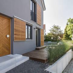 Casas de estilo  por Fiedler + Partner