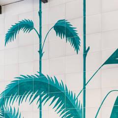 Mural pintado para  Pool Bar - Protur Safari Park Hotel&Spa: Hoteles de estilo  de Artelux