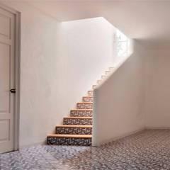 Koridor dan lorong oleh Artelux, Mediteran Ubin