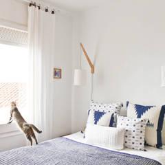 La casa del artista: Dormitorios de estilo  de De Sousa Interiores