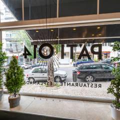"""Restaurante & Esplanada """"Pátio 14"""" : Espaços de restauração  por Sizz Design"""