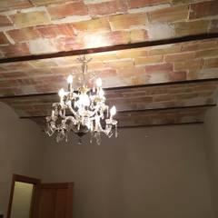 TECHOS ABOVEDADOS ORIGINALES: Dormitorios de estilo  de Interiorismo Cemar Constructores en Alicante