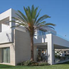LA FINCA DE MARBELLA: Villas de estilo  de G&J ARQUITECTURA