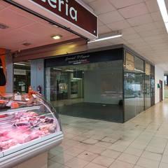 Espacio Inicial.: Centros comerciales de estilo  de FPM Arquitectura