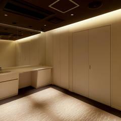 Clínicas de estilo  por 株式会社KAMITOPEN一級建築士事務所