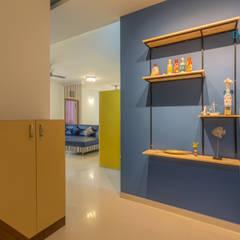 Axis Aspire 2.5 BHK - Mr. Ramprasad:  Corridor & hallway by DECOR DREAMS,Modern
