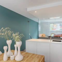 maatwerk keuken en eetkamer:  Keuken door StrandNL architectuur en interieur