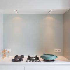 detail fornuis maatkeuken keuken:  Keukenblokken door StrandNL architectuur en interieur