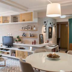 Projeto AE | Barra da Tijuca : Salas de jantar  por CORES - Arquitetura e Interiores