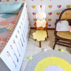 Quarto infantil: Quartos de bebê  por CORES - Arquitetura e Interiores