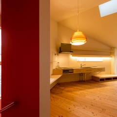 t house: Takeru Shoji Architects.Co.,Ltdが手掛けたキッチンです。,
