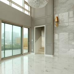 호텔같은 복층 펜트하우스 인테리어: 디자인 아버의  계단