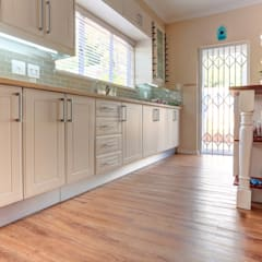 Residential Project, Northcliff:  Kitchen by Wanabiwood Flooring, Classic