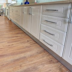 Residential Project, Northcliff:  Kitchen by Wanabiwood Flooring
