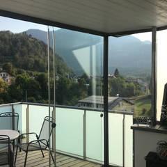 Mehrteilige Glasschiebewand für Dachterrasse in Österreich:  Wintergarten von Schmidinger Wintergärten, Fenster & Verglasungen