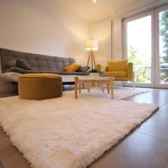 APPARTEMENT T2 A STRASBOURG: Salon de style de style Scandinave par Agence ADI-HOME