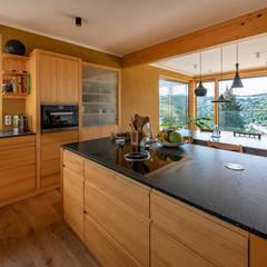 HAUS IN WEIDLING Moderne Küchen von AL ARCHITEKT - in Wien Modern