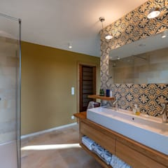 HAUS IN WEIDLING Moderne Badezimmer von AL ARCHITEKT - in Wien Modern