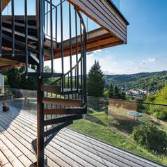 HAUS IN WEIDLING Moderner Balkon, Veranda & Terrasse von AL ARCHITEKT - in Wien Modern Holz Holznachbildung