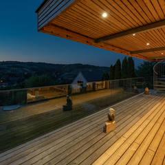 HAUS IN WEIDLING Moderner Balkon, Veranda & Terrasse von AL ARCHITEKT - in Wien Modern