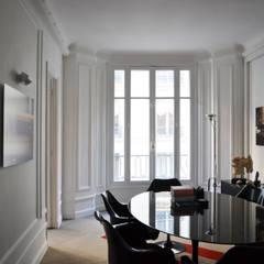 Cabinet d'avocats - Salle de réunion: Bureaux de style  par A comme Archi