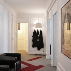 Cabinet d'avocats - Entrée: Bureaux de style  par A comme Archi