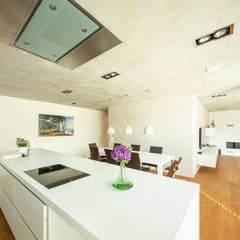 minimalistic Kitchen by Schiller Architektur BDA