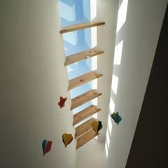 Velux et fenêtres de toit de style  par 一級建築士事務所A-SA工房