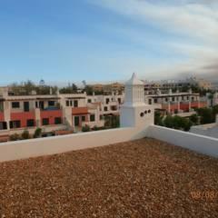 Construção Moradia Olhão: Telhados  por ENGIMULTI,Moderno
