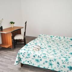 Camera da letto: Camera da letto in stile  di COSTRUZIONI ROMA SRL