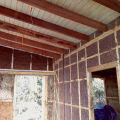 Casa ecológica en el sur de Chile : Recámaras de estilo rústico por Baam Arquitectura