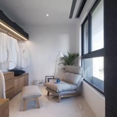 Closets de estilo  por 昕益有限公司