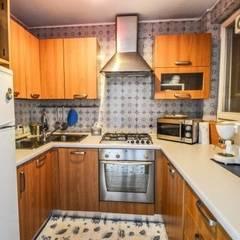 COSTRUZIONI ROMA SRLが手掛けたキッチン収納, 地中海