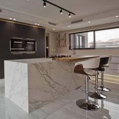 Cocinas equipadas de estilo  por Urban Create Design Interiors ,