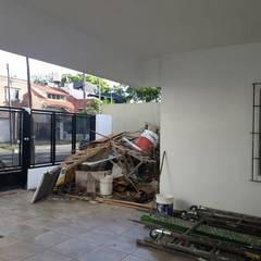 Remodelación de Casa en Florida, Buenos Aires: Garajes de estilo  por Laura Avila Arquitecta - Ciudad de Buenos Aires