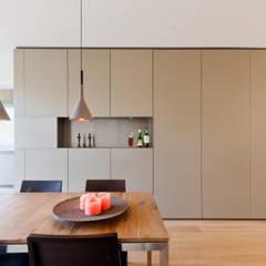 Woonhuis Churchillaan:  Eetkamer door Bas Vogelpoel Architecten