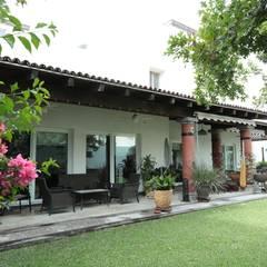 09: Casas unifamiliares de estilo  por Tierra Fría